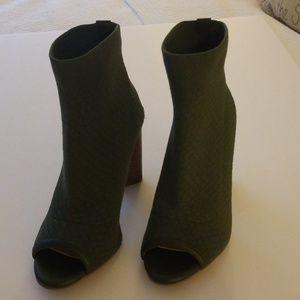 SALE! New Gianni Bini Pull On Shoes